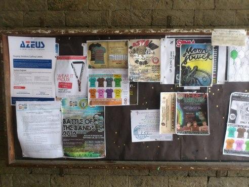 Bulletin board sa harap ng ICS